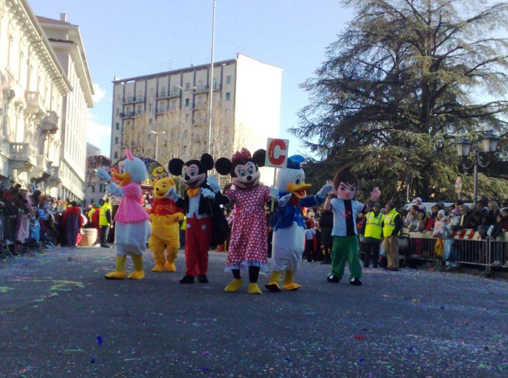 Festa di Carnevale con sfilata mascotte