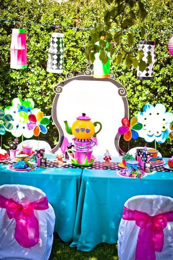 Matrimonio Tema Alice Nel Paese Delle Meraviglie : Festa a tema alice nel paese delle meraviglie